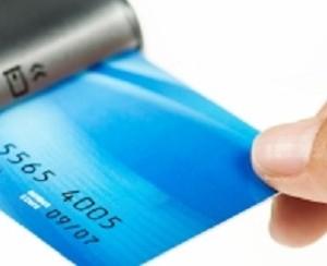 تعرّف على الـ 4 أخطاء الشائعة التي قد ترتكبها عند استخدام بطاقة ائتمان.