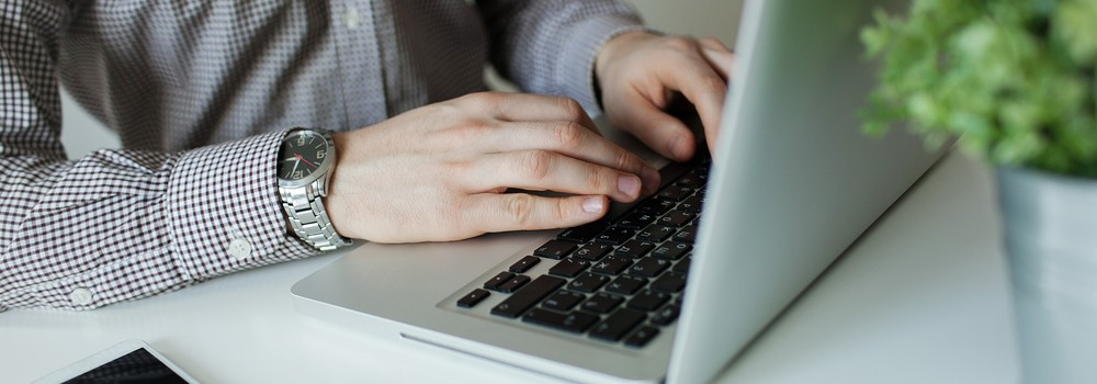 fc8c75163 يعرف التسوق الالكتروني بأنه عملية شراء الخدمات أو السلع عن طريق شبكة  الانترنت، وقد تطور هذا المفهوم في السعودية ليشمل سداد فواتير الخدمات  الحكومية وشركات ...