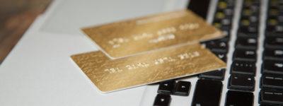 الفرق بين البطاقة الائتمانية وبطاقة الخصم