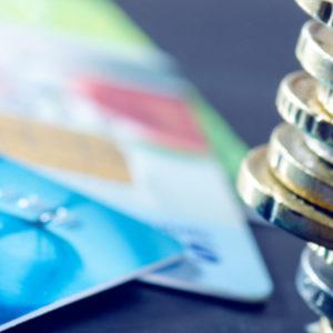 البطاقة الائتمانية أم نقداً