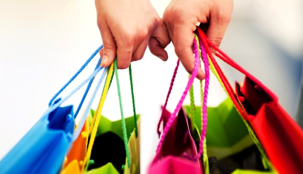 Hands hold shopping bags
