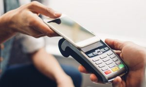 making-a-contactless-smartphone-payment-rendered