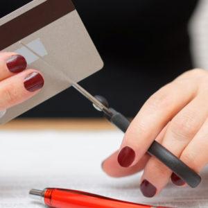 Credit-card-close-souqalmal