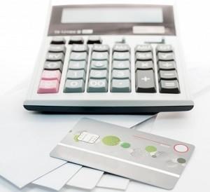 بطاقة إئتمان أم تمويل شخصي- أيهما أفضل للإقتراض في المملكة العربية السعودية؟