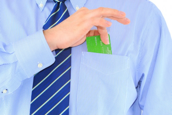 بطاقة في جيب القميص
