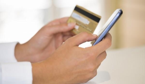 جوال وبطاقة في اليد