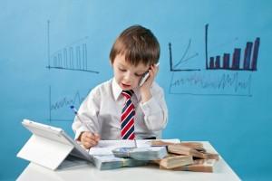 طفل يحسب الاموال