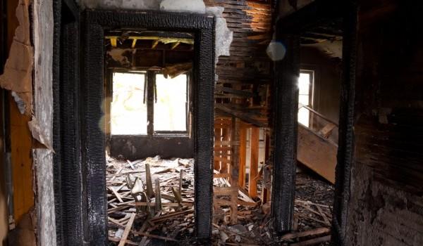 ركام منزل من الداخل