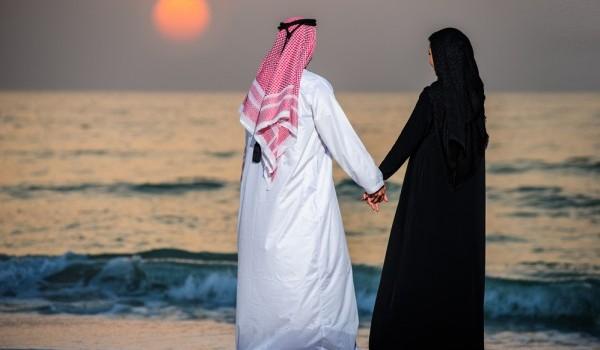 زوجين على البحر